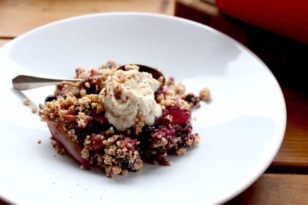 crumble-with-clotted-cream